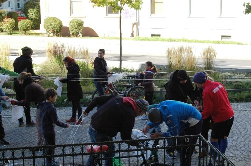 Ballbau-Workshop auf dem Bürgersteig