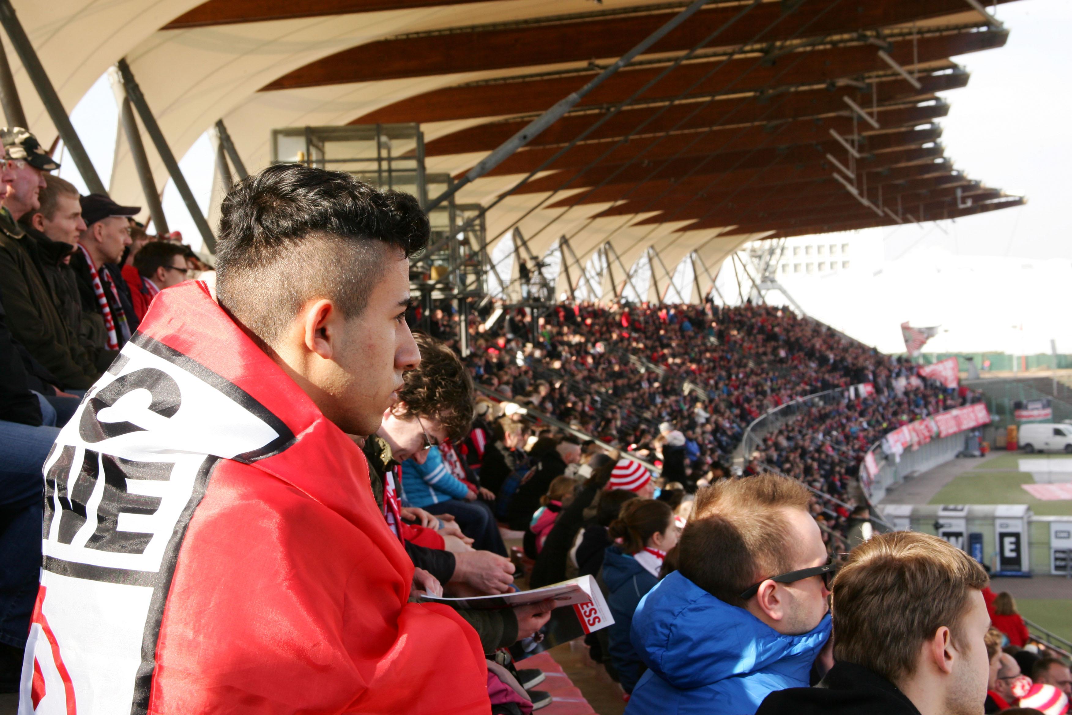 Die Tribüne im Steigerwaldstadion war gut gefüllt