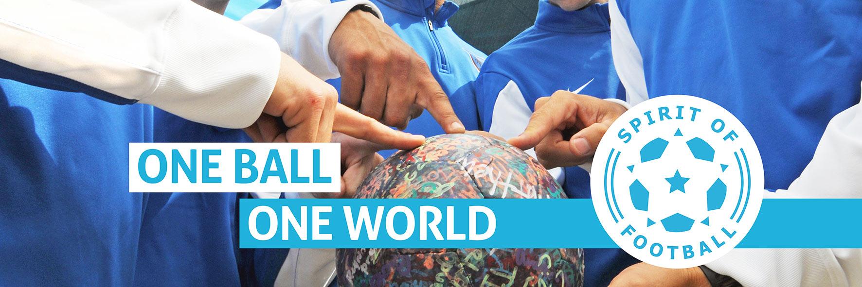 One Ball One World viele Hände