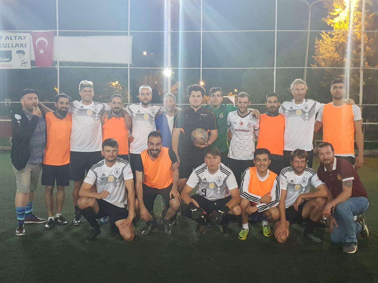 Länderspiel: Spirit of Football-Allstars gegen eine türkische Auswahö. Der Gewinner: Fair Play