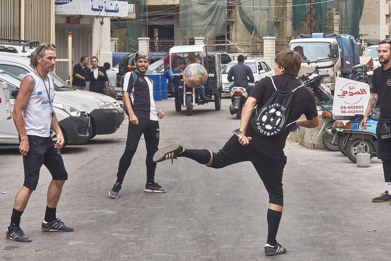 The Ball in den Straßen Tripolis