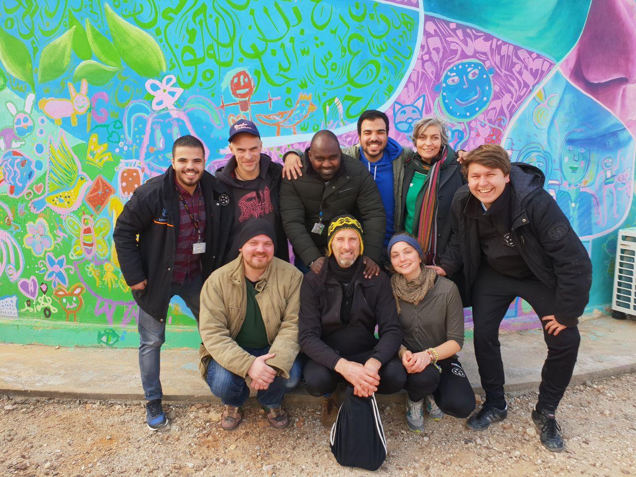 Das Team von Spirit of Football mit unserem Übersetzer Qais und zwei Mitarbeitern von Care International.