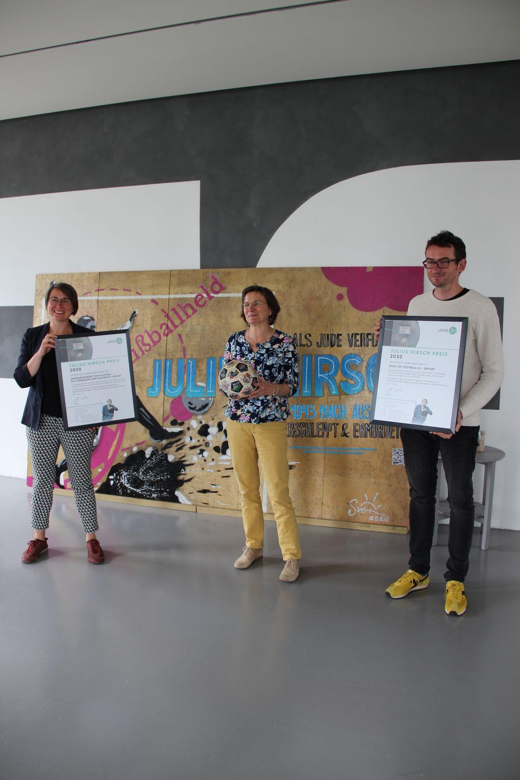 Die Preisträger des Julius-Hirsch-Preises 2020. Rebekka Schubert, Dr. Annegret Schüle und Sven Soederberg. (v.l.n.r.) Foto: Elisa Möser