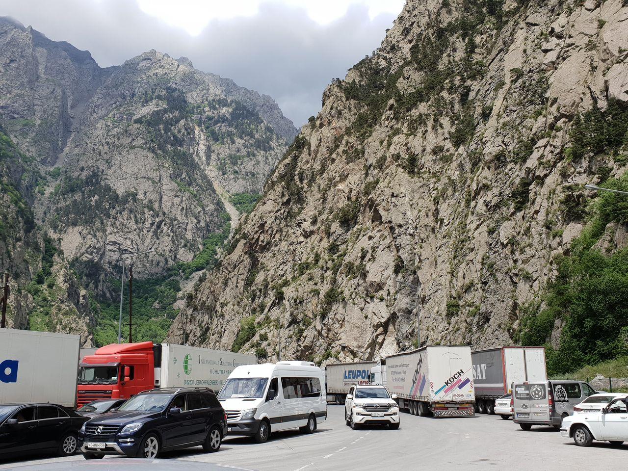 Nach der georgischen Grenze, in einem riesigen Niemandsland zwischen den beiden Ländern.