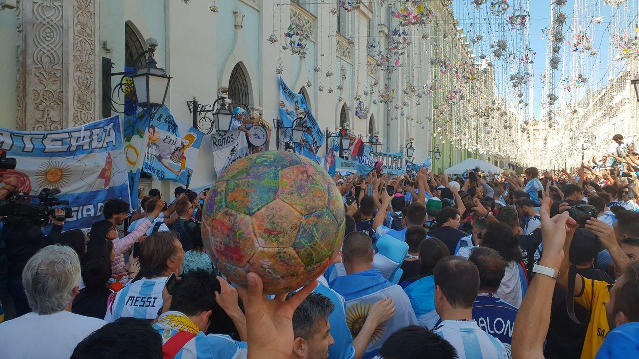 Tausende Argentinier in den Straßen Moskaus