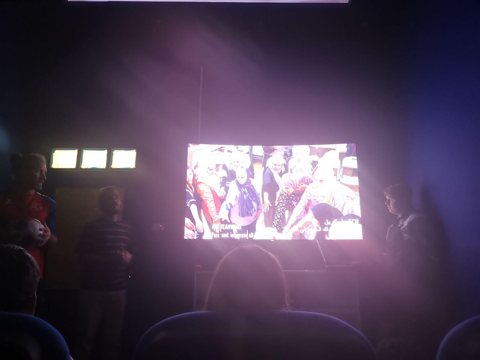 In dem kleinen Kino stellten wir uns und den Verein vor.